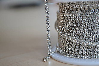 Galantéria - Štrasová borta crystal clear 2mm, 0.30€/10cm - 8366160_