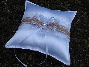Darčeky pre svadobčanov - Svadobný vankušik pod obručky - 8371956_