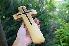 Dekorácie - Drevený krížik z agátového dreva - 8369978_