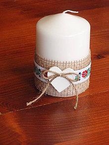 Svietidlá a sviečky - Folklórna sviečka so srdcom 10cm - 8370153_