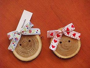 Darčeky pre svadobčanov - Folklorne gombíky - menovky, magnetky aj darček pre hostí - 8370667_