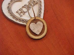 Darčeky pre svadobčanov - Darček pre hostí, menovka, magnetka s brezovým srdcom - 8371024_