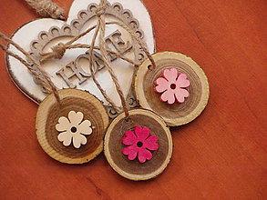 Darčeky pre svadobčanov - Darček pre hostí, menovka, magnetka s farebnými kvietkami - 8371040_