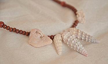 Náhrdelníky - Naturálny náhrdelník s mušľami a kamienkami - 8370040_