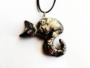 Náhrdelníky - prívesok mačka so zlatou srsťou - 8375419_