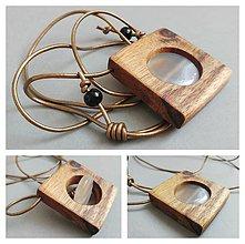 Náhrdelníky - Biely achát v agátovom dreve - 8375309_