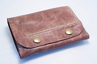 Peňaženky - Kožená peňaženka MontMat-hnědá, zelené obšití - 8372565_