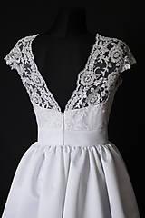 Šaty - Svadobné šaty z korálkovej krajky a veľkou sukňou - 8372812_