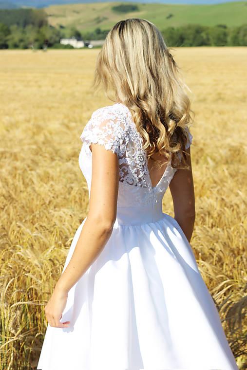 Svadobné šaty z korálkovej krajky a veľkou sukňou