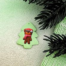 Dekorácie - Vianočná ozdoba so zvieratkom - vianočný stromček a medvedík. - 8372757_