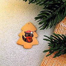 Dekorácie - Vianočná ozdoba so zvieratkom - vianočný stromček a (mýval) - 8375140_