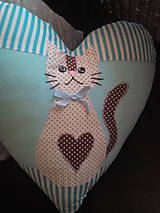 Úžitkový textil - srdiečko vankúš s mačičkou - 8375913_