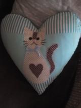 Úžitkový textil - srdiečko vankúš s mačičkou - 8375914_