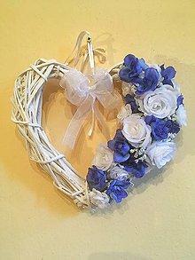 Dekorácie - srdce bielo-modré ruže - 8376718_