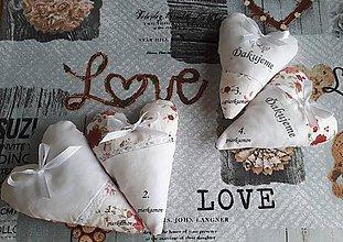 Darčeky pre svadobčanov - srdiečka s levanduľou s červenými ružičkami - 8380821_