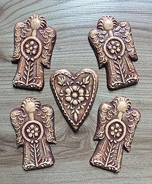 Dekorácie - Anjeliky a srdiečko pre Alenku - 8378968_