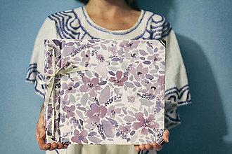 Papiernictvo - Fotoalbum klasický, polyetylénový obal s potlačou fialových kvietkov - 8378911_