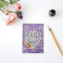 Papiernictvo - Fialová pohľadnica so srdiečkom a viktoriánskymi ružami k svadbe, na valentína alebo narodeniny - 8381877_
