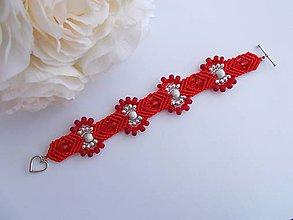Náramky - Elegantný makramé náramok červeno-strieborný - 8384132_