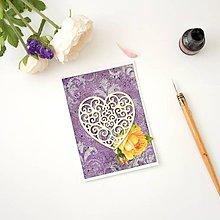 Papiernictvo - Fialová pohľadnica so srdiečkom a žltými viktoriánskymi ružami k svadbe, na valentína alebo narodeniny - 8387286_