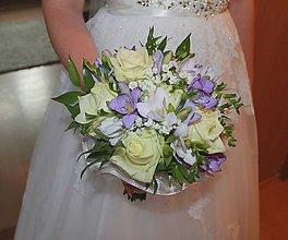 Kytice pre nevestu - svadobná kytica ruže s fréziami fialovo-biela - 8389109_