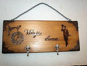 Nábytok - drevený vešiak na kľúče- rustikálny - 8392857_