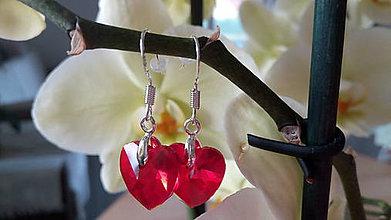 Náušnice - Náušničky červené srdiečka na strieborných háčikoch - 8396345_