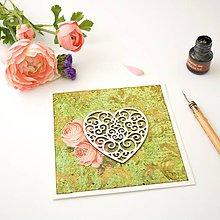 Papiernictvo - Luxusná zelená pohľadnica s damaškovým ornamentom, srdiečkom a viktoriánskymi ružami - 8398527_