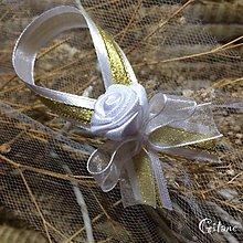 Darčeky pre svadobčanov - Stužky na fľaše bielo-zlaté - 8401762_
