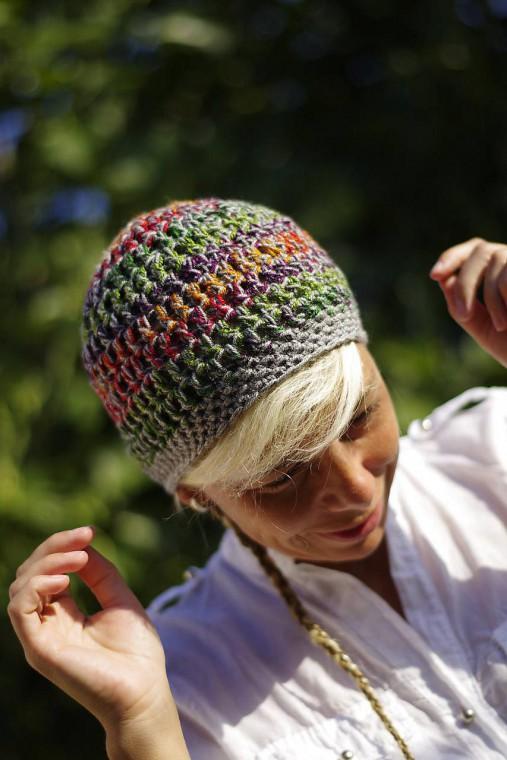 vyfarbená šedá:) čiapka