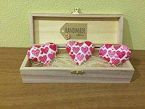 Magnetky - Handmade magnetky srdiecka so srdieckami v krabicke - 8407193_