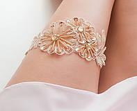 Bielizeň/Plavky - Béžová kvetinová čipka (telová, nude, champagne) - podväzok - 8404790_