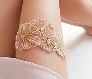 Bielizeň/Plavky - Béžová kvetinová čipka (telová, nude, champagne) - podväzok - 8404792_