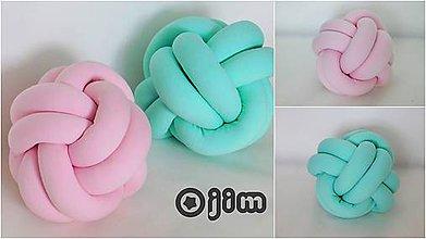 Úžitkový textil - Pletený vankúš gombík - 8408246_