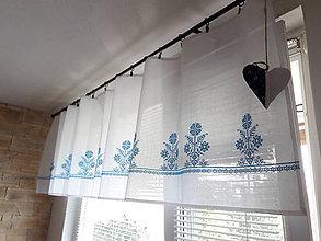 Úžitkový textil - Záclonka vyšívaná Svetlomodrý svet - 8408959_