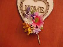 Ozdoby do vlasov - Farebné kvetinové sponky do vlasov s levanduľou - 8415848_