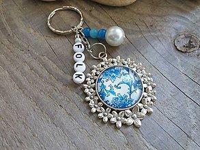 Kľúčenky - Kľúčenka folk.kvety modrobiele - 8422348_