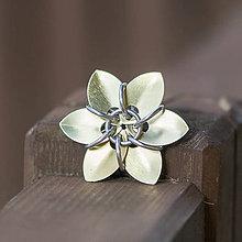 Náhrdelníky - Zlatá květina - přívěsek - 8424405_