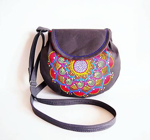 Malá tmavosivá kabelka s pestrou mandalou   DARTASKA - SAShE.sk ... 69c76d98476