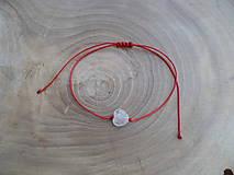 - jednoduchý šnúrkový náramok s Krištáľovým srdiečkom - 8423650_