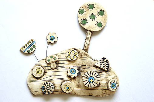Keramická dekorácia Rozkvitnutá lúka s ježkom a hríbikom
