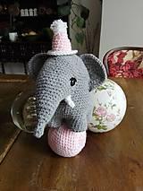 Hračky - Súprava slonica Ellie s čiapkou a loptičkou - 8429459_