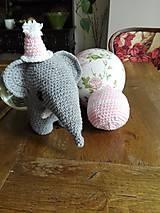 Hračky - Súprava slonica Ellie s čiapkou a loptičkou - 8429461_