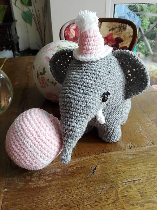 Súprava slonica Ellie s čiapkou a loptičkou