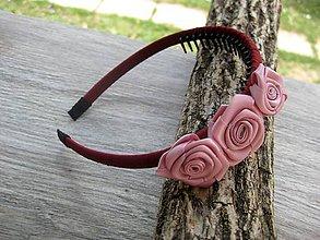 Ozdoby do vlasov - Hrebienková čelenka s kvietkami (bordová s ružovými ružičkami č.1144) - 8429330_