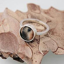 Prstene - Strieborný prsteň s otočným kamienkom - 8432965_