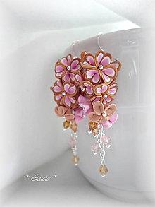Náušnice - Zlatistá s ružovou, srdiečkové kvetinky - 8433241_