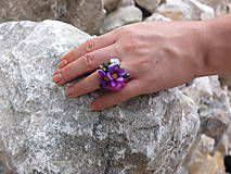 Prstene - fialový květinový prstýnek - 8434899_