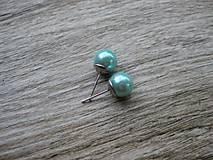 Perly napichovačky - chirurgická oceľ 10mm (Svetlo modré perly napichovačky - chirurgická oceľ č.1154)