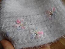 Detské čiapky - čiapočka s pastelkovými kvetinkami - 8438708_